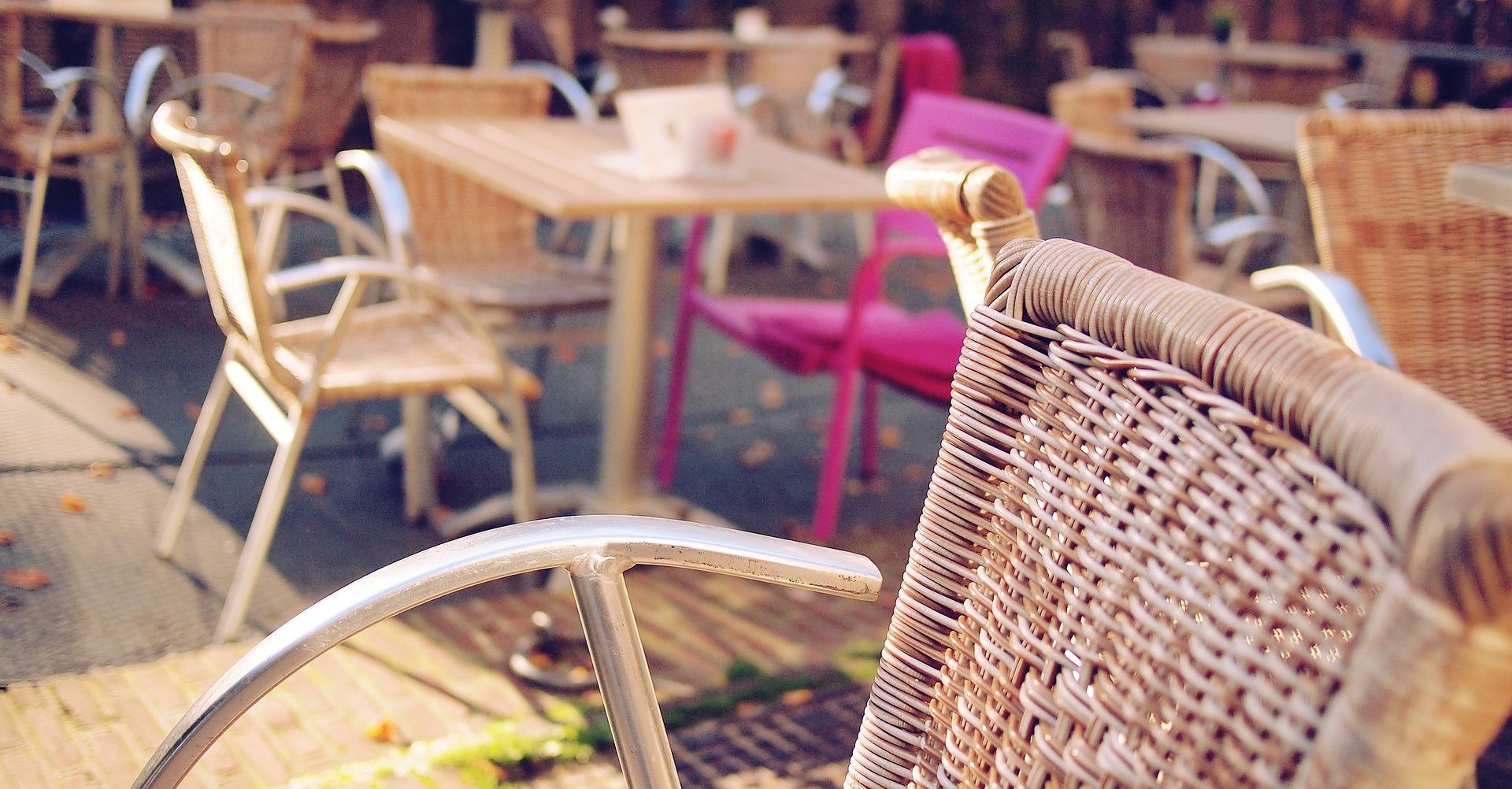 Comer en terraza es una opción perfecta para degustar santa cruz de tenerife