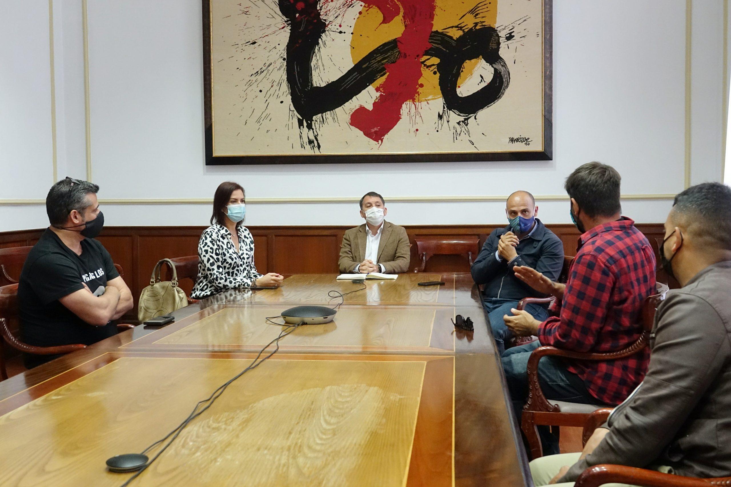 El Ayuntamiento de Santa Cruz declara su apoyo al sector de la hostelería y la restauración