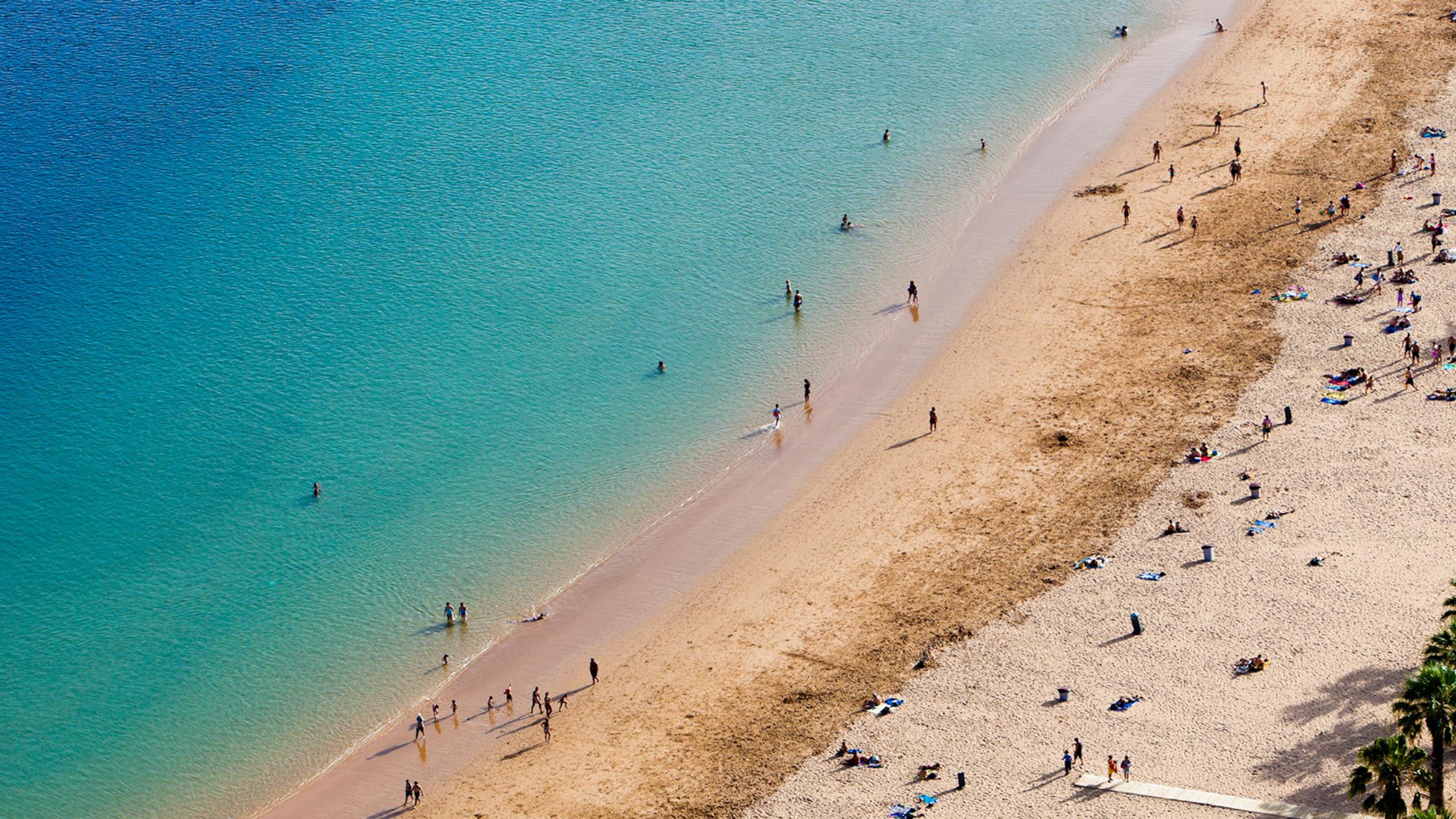 Image de la Playa de Las Teresitas para el post sobre Beach Clubs de Degusta Santa Cruz